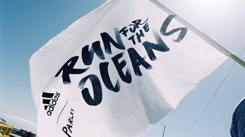 """Chiến dịch """"Run for the Oceans"""" ủng hộ cho thời trang bền vững của Adidas"""